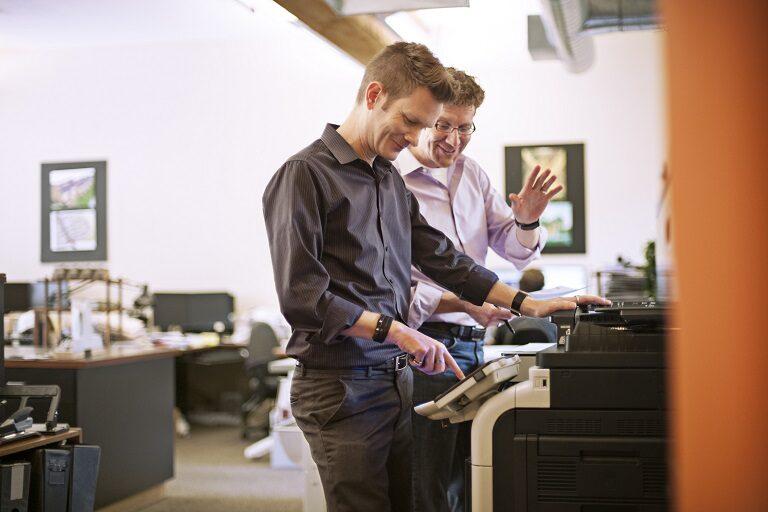 Czy korzystanie ze sprzętów biurowych wymaga specjalnego przeszkolenia?